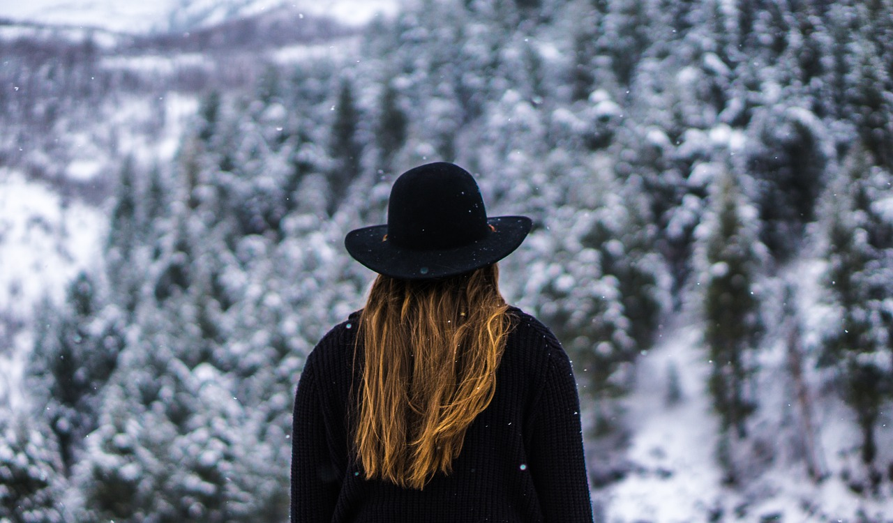 kobieta w zimę