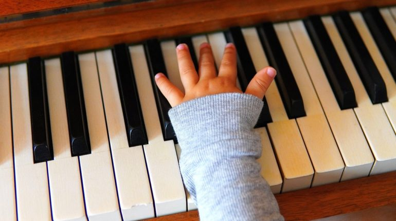 pianino, dziecko, muzyka