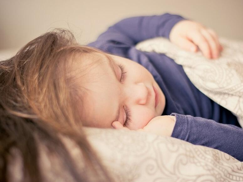 jakie wypełnienie kołdry dla dziecka wybrac