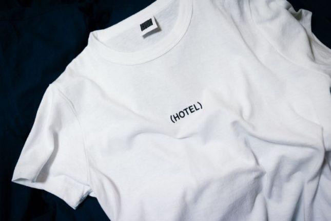 Jakie ubrania firmowe z nadrukami należy zapewnić pracownikowi?